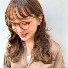 オリーブベージュ 前髪パーマ セミロング ゆるふわパーマ ヘアスタイルや髪型の写真・画像
