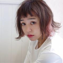 外ハネ インナーカラー ナチュラル オン眉 ヘアスタイルや髪型の写真・画像