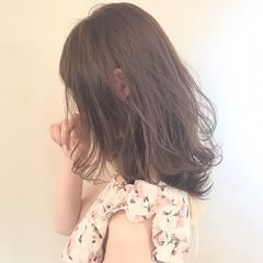 アッシュ ミディアム デート パーマ ヘアスタイルや髪型の写真・画像