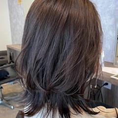 ミディアム ナチュラルウルフ ウルフ アッシュグレージュ ヘアスタイルや髪型の写真・画像