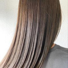 ロング アッシュグレー グレーアッシュ ブリーチなし ヘアスタイルや髪型の写真・画像