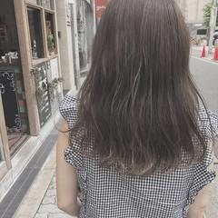 グレージュ ナチュラル デート セミロング ヘアスタイルや髪型の写真・画像