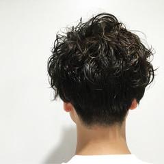 黒髪 パーマ メンズ ショート ヘアスタイルや髪型の写真・画像