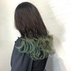 裾カラー 派手髪 エメラルドグリーンカラー ロング ヘアスタイルや髪型の写真・画像