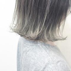 外ハネ シルバー ガーリー ブリーチ ヘアスタイルや髪型の写真・画像