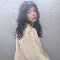 ロング デジタルパーマ イルミナカラー オン眉 ヘアスタイルや髪型の写真・画像
