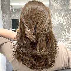 ミディアムレイヤー ブラウン ミディアム ナチュラル ヘアスタイルや髪型の写真・画像