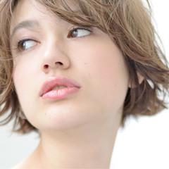 斜め前髪 耳かけ ショート 色気 ヘアスタイルや髪型の写真・画像
