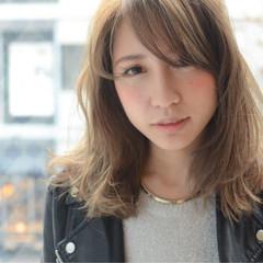 前髪あり セミロング ゆるふわ 外国人風 ヘアスタイルや髪型の写真・画像