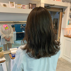 透明感カラー グレージュ 大人可愛い ロング ヘアスタイルや髪型の写真・画像
