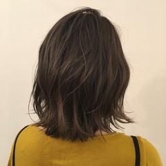 上品 エレガント グレージュ アッシュ ヘアスタイルや髪型の写真・画像