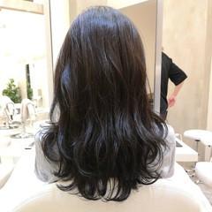 パーマ セミロング 波ウェーブ レイヤーカット ヘアスタイルや髪型の写真・画像