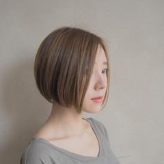 アッシュベージュ 外国人風 ハイライト ボブ ヘアスタイルや髪型の写真・画像