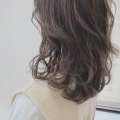 シースルーバング オリーブグレージュ オリーブアッシュ ミディアム ヘアスタイルや髪型の写真・画像