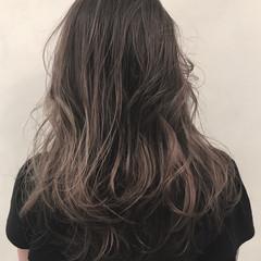 モード セミロング グラデーションカラー イルミナカラー ヘアスタイルや髪型の写真・画像