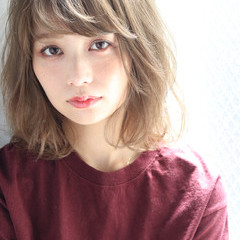秋 アッシュベージュ フェミニン ヘアアレンジ ヘアスタイルや髪型の写真・画像