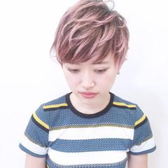 ピンク レッド ハイトーン ショート ヘアスタイルや髪型の写真・画像