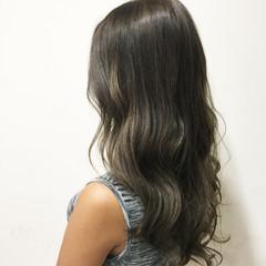 暗髪 セミロング グレー 外国人風 ヘアスタイルや髪型の写真・画像