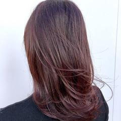 フェミニン ミディアム ベリーピンク スタッフ募集 ヘアスタイルや髪型の写真・画像