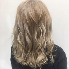 上品 ダブルカラー エレガント ベージュ ヘアスタイルや髪型の写真・画像