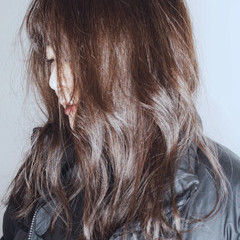 ヌーディベージュ アッシュベージュ アッシュグレージュ ストリート ヘアスタイルや髪型の写真・画像