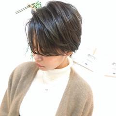 ショート かっこいい ナチュラル グレージュ ヘアスタイルや髪型の写真・画像