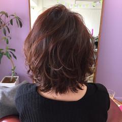 外ハネ ピンクアッシュ ミディアム フェミニン ヘアスタイルや髪型の写真・画像