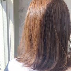シアーベージュ ナチュラル ミルクティーグレージュ ミディアム ヘアスタイルや髪型の写真・画像