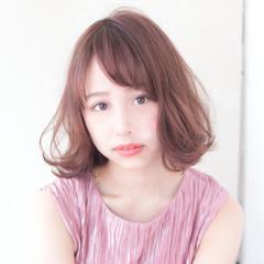 フェミニン ベージュ ミディアム デート ヘアスタイルや髪型の写真・画像