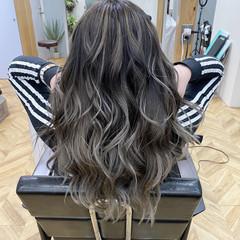 バレイヤージュ ロング フェミニン ホワイトカラー ヘアスタイルや髪型の写真・画像