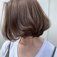 アッシュグレージュ ボブ ハイライト オフィス ヘアスタイルや髪型の写真・画像