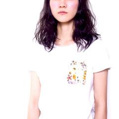 イルミナカラー パーマ 前髪あり ウェーブ ヘアスタイルや髪型の写真・画像