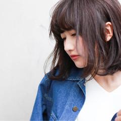 大人かわいい ストレート シースルーバング 外国人風 ヘアスタイルや髪型の写真・画像