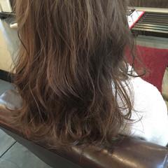ミディアム ナチュラル ベージュ イルミナカラー ヘアスタイルや髪型の写真・画像
