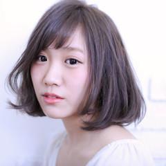 前髪あり アッシュ 大人かわいい ガーリー ヘアスタイルや髪型の写真・画像