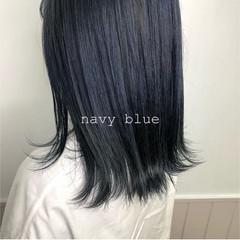 外ハネ ストリート 透明感カラー ネイビーブルー ヘアスタイルや髪型の写真・画像