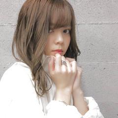 アッシュベージュ 透明感カラー ミディアム ナチュラル ヘアスタイルや髪型の写真・画像