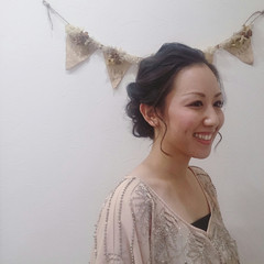 結婚式 暗髪 大人かわいい 後れ毛 ヘアスタイルや髪型の写真・画像