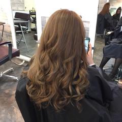 ベージュ 渋谷系 外国人風 巻き髪 ヘアスタイルや髪型の写真・画像