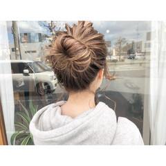 ミルクティーベージュ ハイライト 簡単ヘアアレンジ ナチュラル ヘアスタイルや髪型の写真・画像