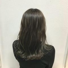 オリーブアッシュ 外国人風 セミロング 透明感 ヘアスタイルや髪型の写真・画像