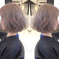 アッシュ ミルクティーベージュ ハイトーン ボブ ヘアスタイルや髪型の写真・画像