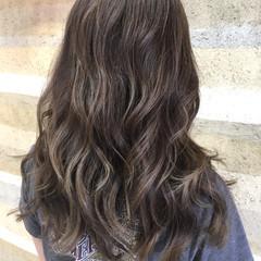 ウェーブ ロング グラデーションカラー ナチュラル ヘアスタイルや髪型の写真・画像