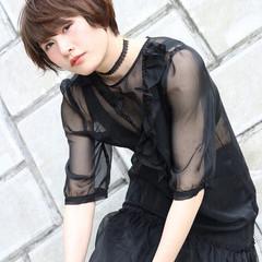 斜め前髪 アウトドア デート ナチュラル ヘアスタイルや髪型の写真・画像