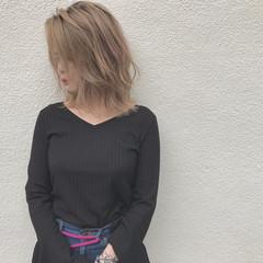 ハイライト 外ハネ 透明感 ナチュラル ヘアスタイルや髪型の写真・画像