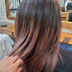 グラデーションカラー ナチュラルグラデーション フェミニン コントラストハイライト ヘアスタイルや髪型の写真・画像
