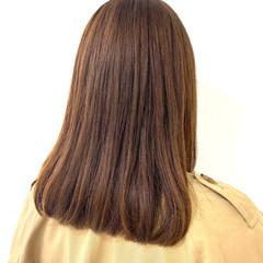 グレージュ セミロング 似合わせカット ナチュラル ヘアスタイルや髪型の写真・画像