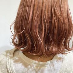 ボブ ダブルカラー ピンクベージュ ハイトーンカラー ヘアスタイルや髪型の写真・画像