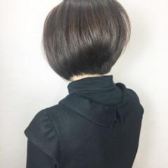 前下がり ショート ベージュ エレガント ヘアスタイルや髪型の写真・画像