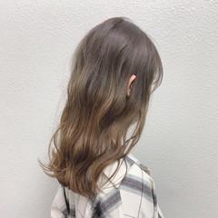 ミルクティー ミルクティーベージュ バレイヤージュ ブリーチ ヘアスタイルや髪型の写真・画像